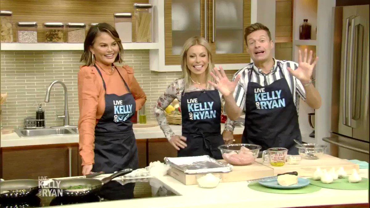 RECIPE for @chrissyteigen's Parmesan Chicken: bit.ly/2NtMAOA #ChrissyTeigen