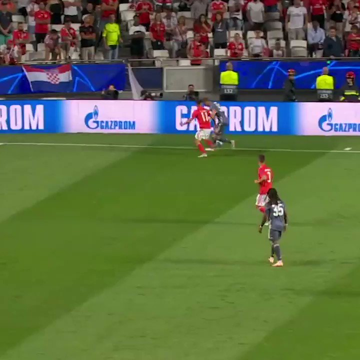 Still got it. This touch from Robben ������  #UCL https://t.co/ppxGYafeWb