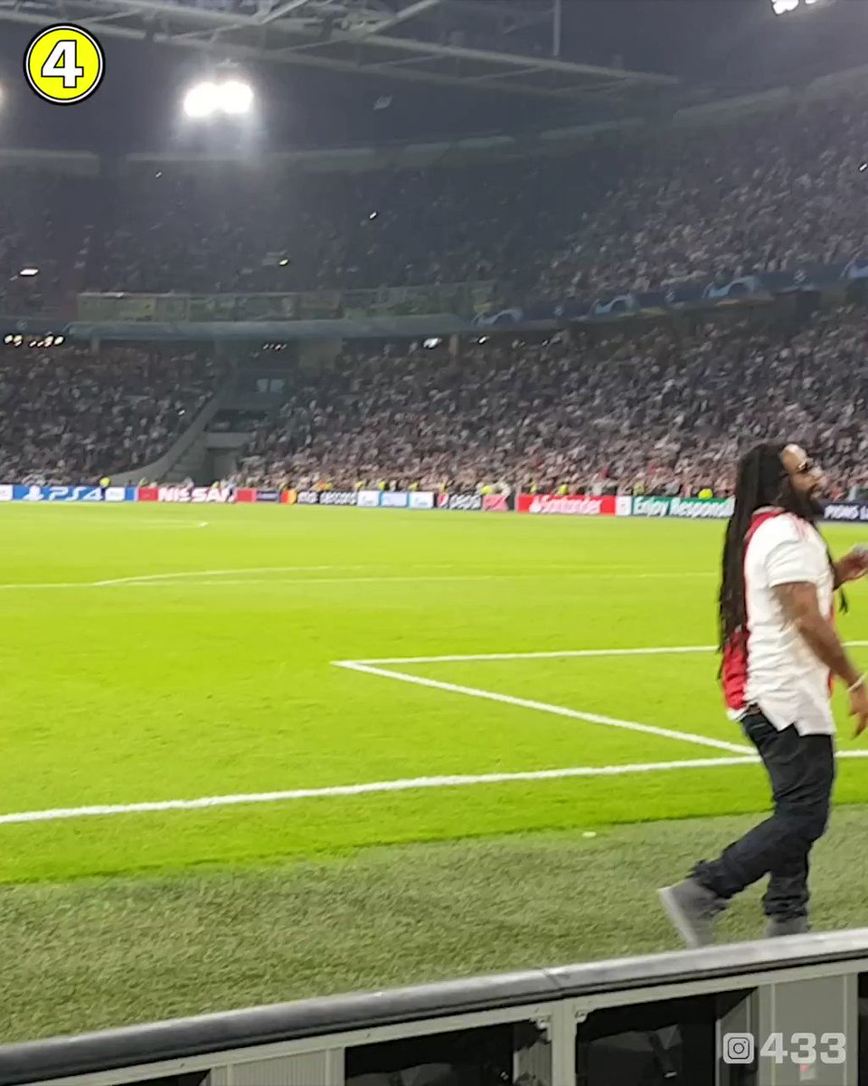 """Bob Marley's son @maestromarley singing his father's famous """"Three Little Birds"""" with @afcajax supporters in Amsterdam 🇯🇲🇳🇱 🎥 @tassie52 @germain__trim"""