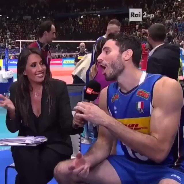 Sudato, eri sudato... ma l'abbraccio ci stava! Ci vediamo domani! Questa è #Milano! Daje @zaytsev e compagnia bella!#WCHs #FIVBMensWCH #VolleyballWCHs #VolleyMondiali2018 #LaNazionale #ItaliaTeam #Volleyball #Volley #Pallavolo #LiberaICani  - Ukustom