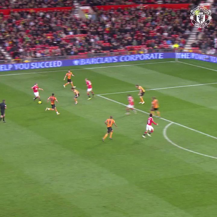 This one had Sir Alex on his feet...  Ji-sung Park won it for #MUFC with this cool finish v Wolves back in 2010! �� https://t.co/FIRspIp0aP
