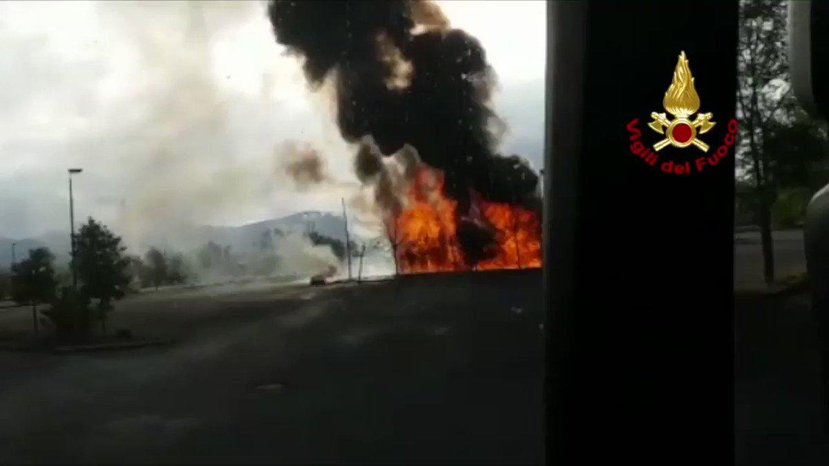 #24set, due squadre di #vigilidelfuoco sono intervenute in loc. Macchie (PG) per un autotreno, carico di pellet, in fiamme #soccorsiquotidiani  - Ukustom