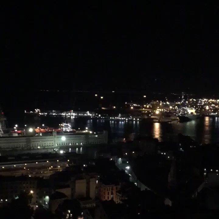 #Genova di notte, il chiacchiericcio, il post Salone, gli oltre 25 gradi, vento di mare, mille lucine.  - Ukustom