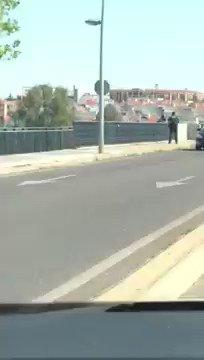 #MuyGrande Imágenes del momento en el que José Antonio, guardia civil de #Badajoz evita el suicidio de una mujer en Mérida #Badajoz extremadura7dias.com/noticia/un-gua… 👏👏👏