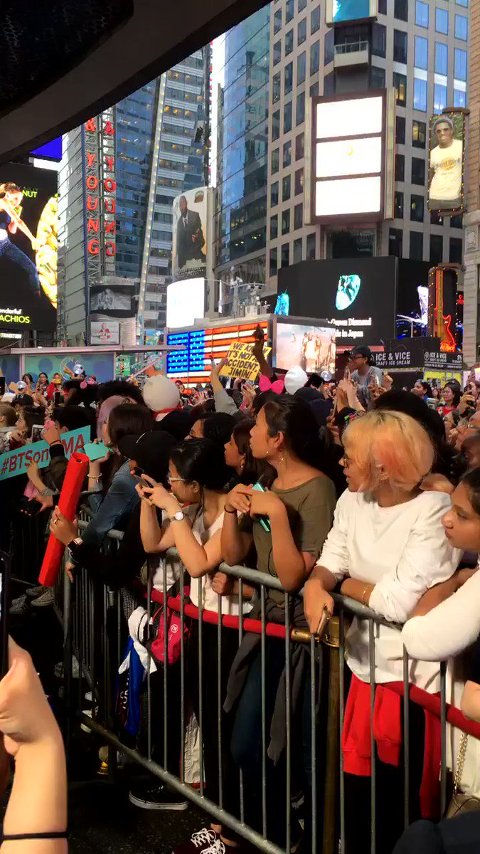 """THE SIGN SAYS """"WE KNOW IT'S NOT AN ACCIDENT JIMIN"""" IM WHEEZING #BTSonGMA @BTS_twt https://t.co/6gx9BQaPFc"""