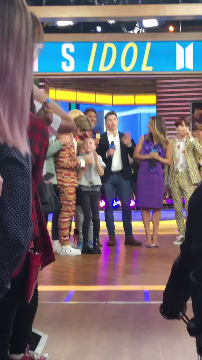 And this is how our show ended today. Lots of reasons to love these young men. #BTSARMY @bts_bighit #BTSonGMA https://t.co/BNuNkHoRrl