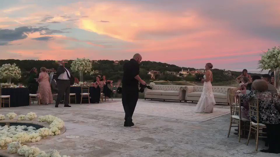 A special kind of first dance that only a softball player will get. ❤️ https://t.co/AFPmM1xiqM