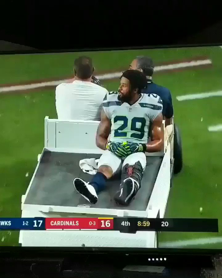 Earl Thomas' reaction after being carted off the field. https://t.co/Lpqgu7rJJ9
