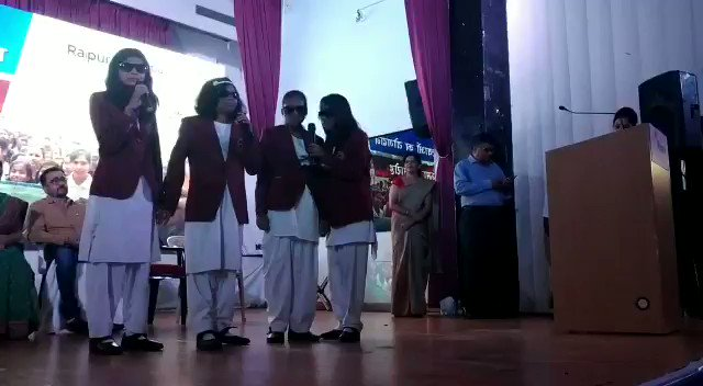 Looking for some #MondayMotivation? This video of visually impaired students melodiously singing their own version of #MorRaipur #MorZimmedari is all what you need. #SHS2018 @UrbanCGOfficial @HRDMinistry @socialpwds @MoHUA_India @SmartCities_HUA @ChhattisgarhCMO