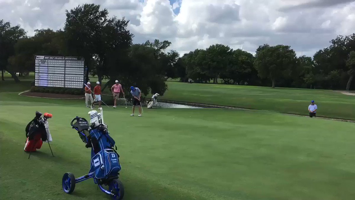 Tied for the lead at 5-under on the 18th green, @ChandlerEaton3 drains this loooong birdie to win the Nike Golf Collegiate! We're also Team Champs! #GoDuke (video: @mgor4duke)