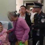 中国で席を譲らない若者にぶちギレたおばあさんがめっちゃ迷惑がられてる
