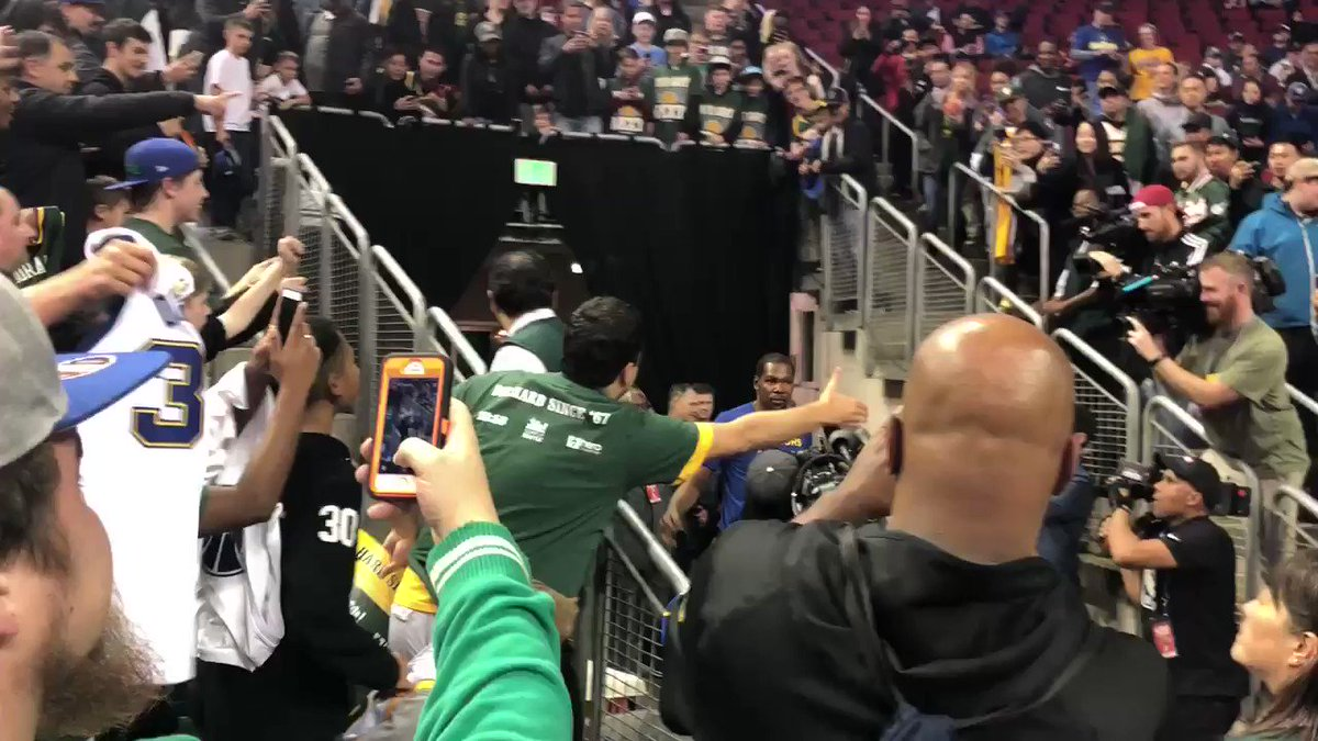 Kevin Durant walks out of the tunnel in Seattle, 10 years later https://t.co/hFFFAueFsf