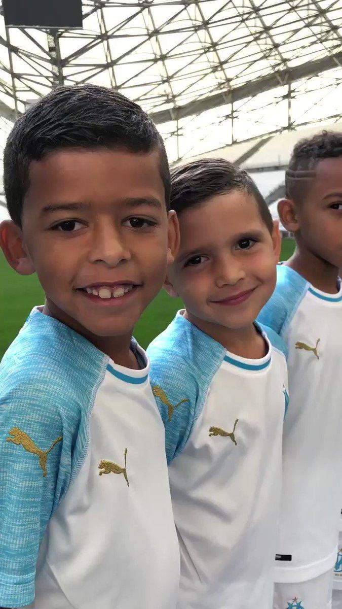 Et ce matin, toujours un de mes moments préférés: les photos officielles, de l'école de foot à la N2, avec tous les parents et les éducateurs. Quelques instants choisis...Impressionnants les minots !
