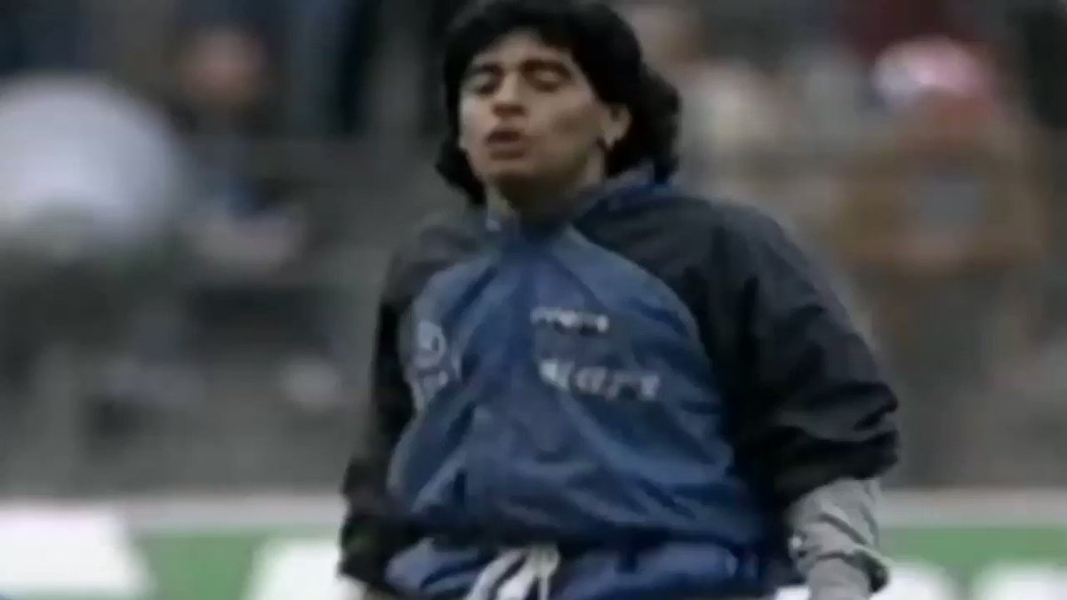 On this day, 19 April 1989: Maradona's epic warm-up routine before the UEFA-Cup semi-final game against Bayern in Munich. 👑 #D10S
