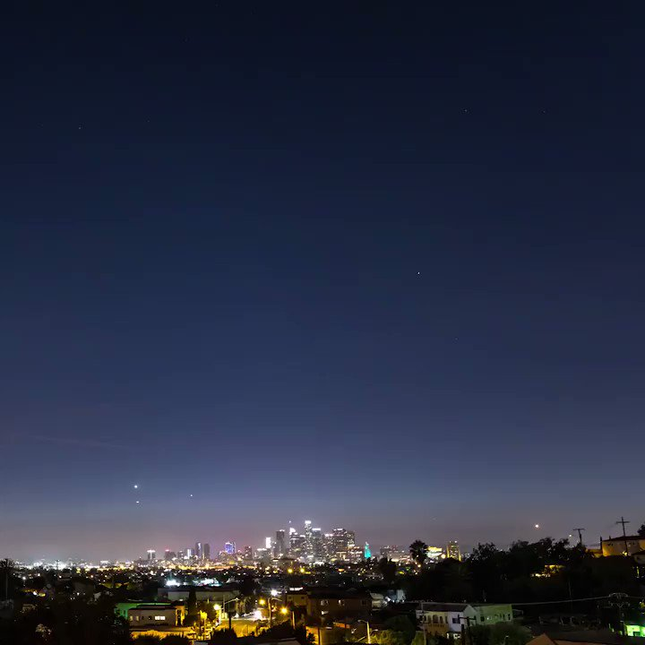Spectacular timelapse of a SpaceX launch over downtown Los Angeles.