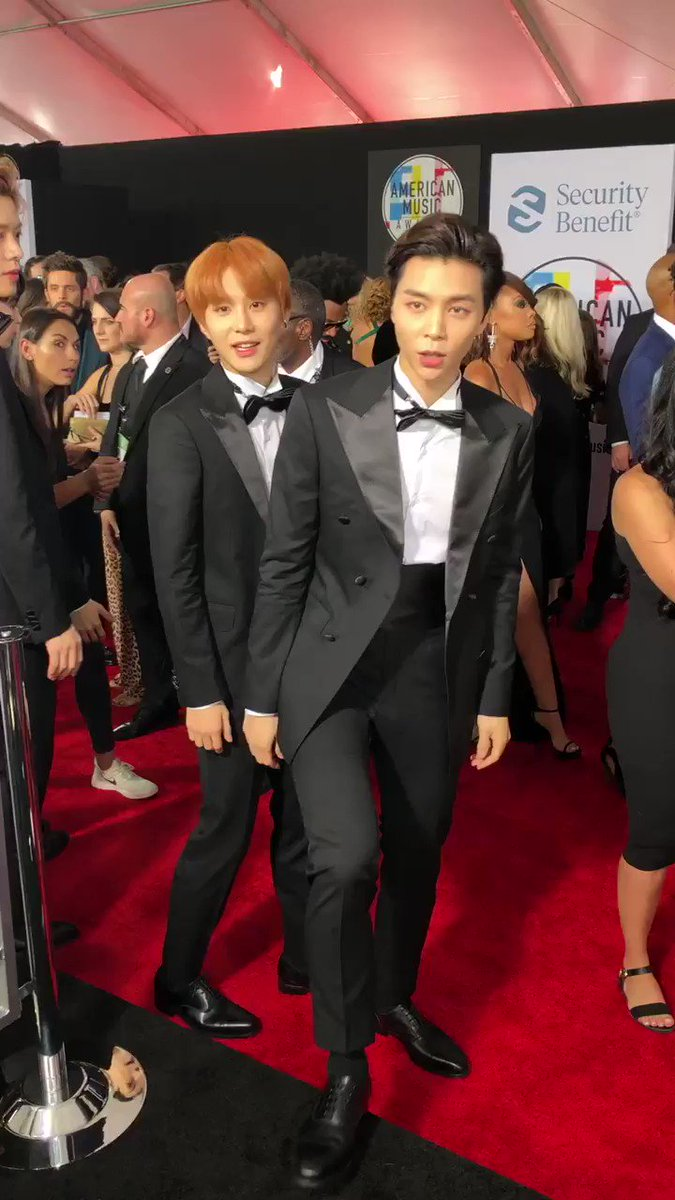 The view when @NCTsmtown_127 rolls up at the #AMAs! ��  #NCT127xAMAS #NCT127 https://t.co/md0Pon0mtK