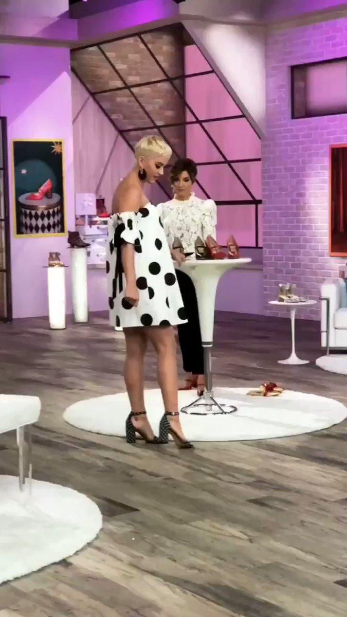 Connect the dots, bbs  #TheClara - TeamKP @kpcollections #KatyPerryOnQVC https://t.co/nTGyyP2NJn https://t.co/TPLvYTFYlX