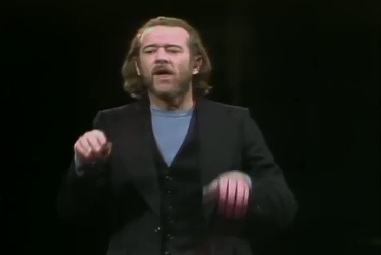 """""""Old Days""""George Carlin explains the differences between Football and Baseball. #comedy #1970s #SNL #entertainment #nostalgiapic.twitter.com/lUoThQkEMk"""
