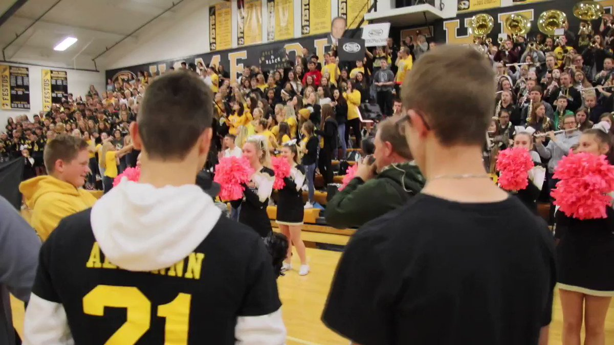 The FOX 2 PepZone is live at Festus High School right now. It's a great day to be a Tiger! #hoco2018