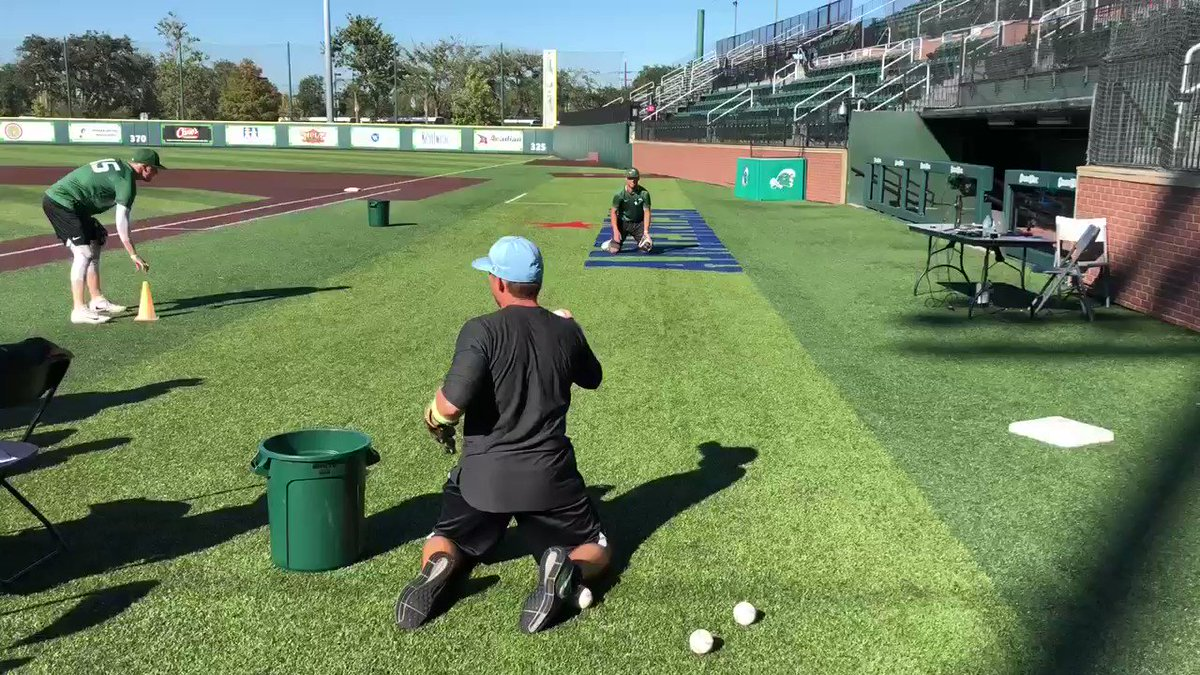 Terrific Infield drill utilized by the @GreenWaveBSB program to 'warm up' defenders inside of their Batting Practice rotations  Great shares Coach Harris!  #ABCAclinics