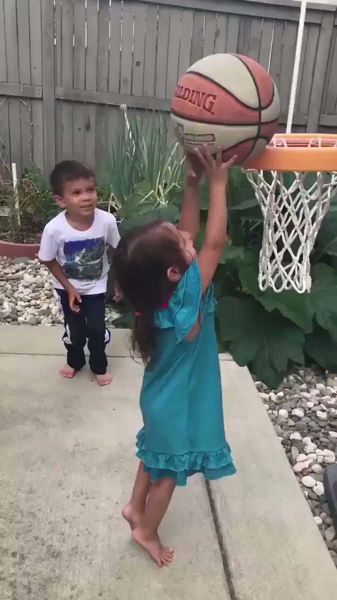 Brother of the year �� 'you're strong' https://t.co/cmN1nVW2DQ