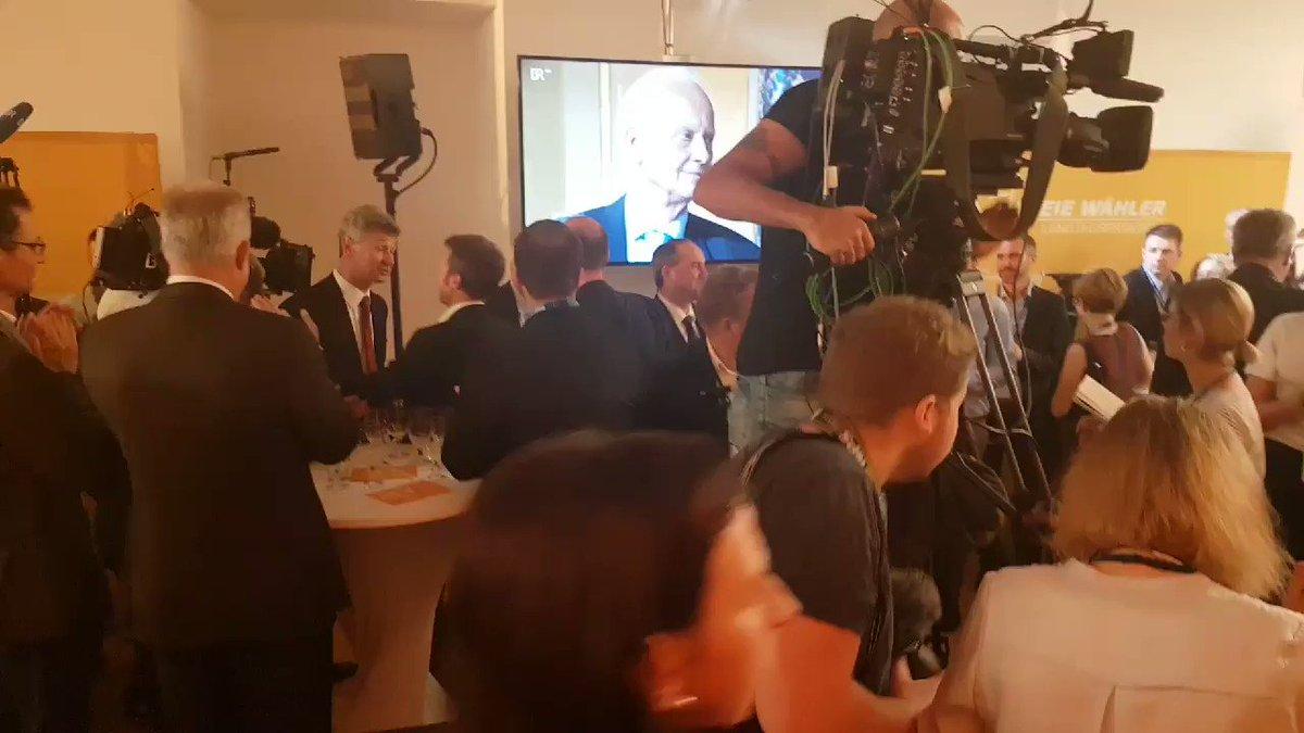 Jetzt spricht Freie-Wähler-Chef Hubert Aiwanger: Er ruft Ministerpräsident Söder auf, der Partei Koalitionsgespräche anzubieten. #ltwby2018
