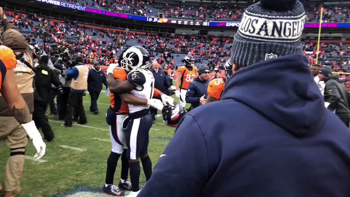 WATCH: Broncos players greet Wade Phillips after loss to Rams