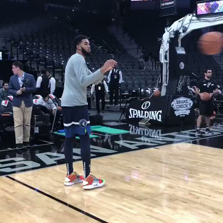 5 straight mid-range jumpers. 5 straight threes.  KAT gets loose for #KiaTipOff18.  ⏰: 8:30pm/et on League Pass https://t.co/TtfbfVNMTu