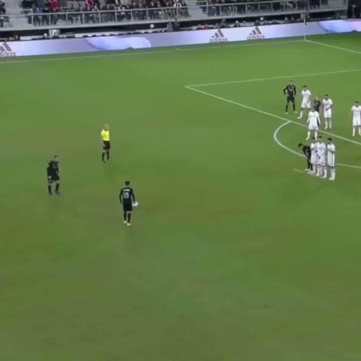 Just an absurd free kick from Wayne Rooney. #SCtop10 https://t.co/G6xegzMuvQ