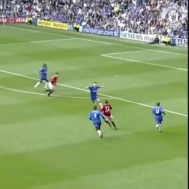 Classic @RvN1776! 👏 It would be Ruud not to show this goal from our 3-0 win at Stamford Bridge in 2002! 😉