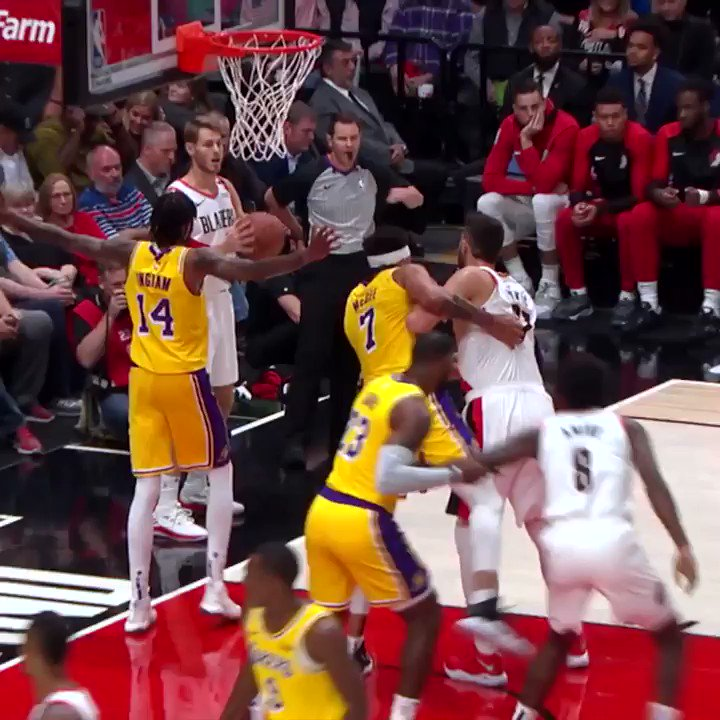 .@KingJames' first dunk with the @Lakers looks eerily similar to the first dunk of his career �� https://t.co/rQeoLVHnnF