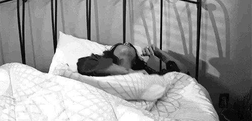 #البدوية قدام زوجها شريفة وأول مايطلع زوجها من البيت تنادي #السوري يهتك شرفها على سرير زوجها ما فيه أجمل من عهر #البدويات هم متعة الحياة .