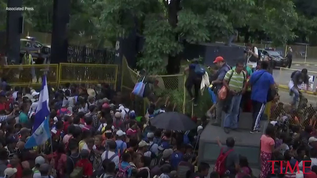 Migrant caravan breaks through Guatemala's border fence and rushes into Mexico https://t.co/2eAhic3zXS https://t.co/zdFzYIXcIr