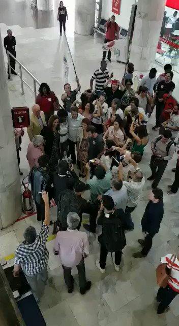 O @Haddad_Fernando como vc consegue se movimentar no meio de tanta gente assim? https://t.co/u2MxSyBSHS