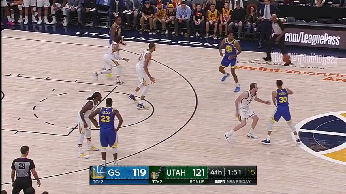 Steph triple from the wing. #DubNation https://t.co/AkSUdwYtUG