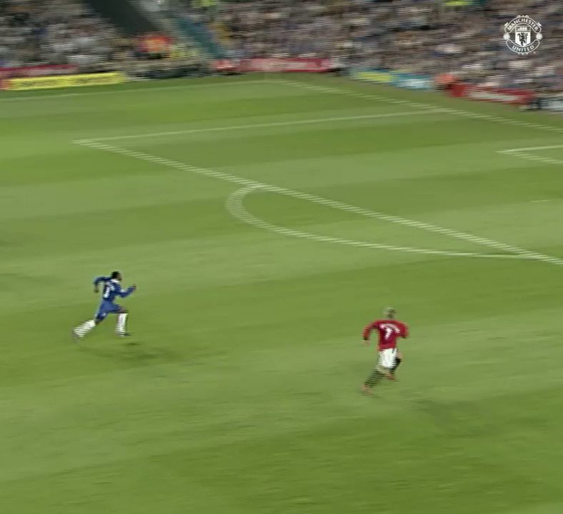 Becks on his left peg! 😳 The #MUFC great netted this curler v Chelsea in 2002... 💫
