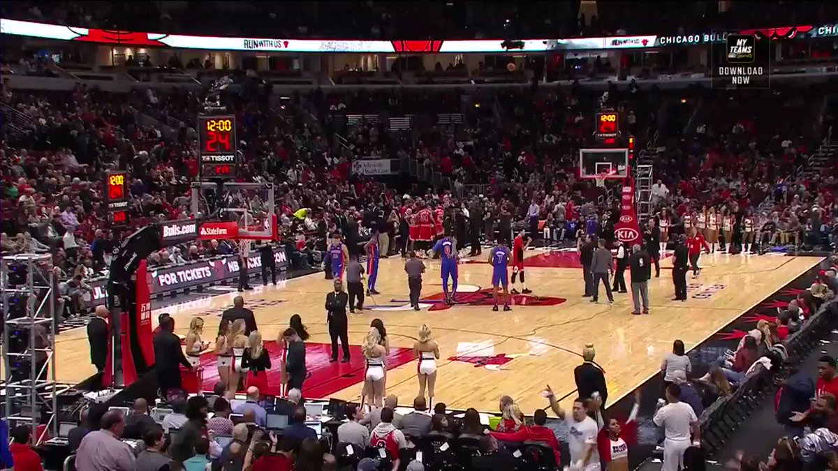 Last night, the @chicagobulls' Zach LaVine addressed the home crowd ahead of tip. #KiaTipOff18 #ThisIsWhyWePlay https://t.co/39PG6XA8Ic