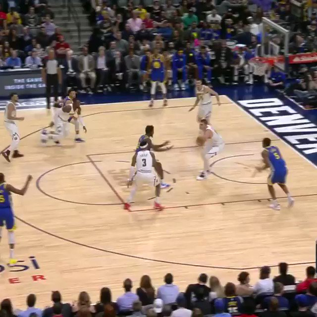 1... 2... 3... 4.   Steph counts 'em up with the 4-point play! #DubNation https://t.co/nVGPLNEssi
