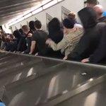 ローマの駅のエスカレーターが故障して悲惨なことになっている!ホラー映画かよ…