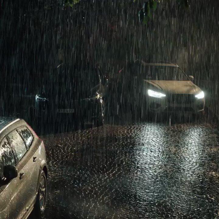 Que no se convierta en un pesadilla estacionar el auto en una noche tormentosa. Park Assist Pilot de Volvo. #InnovationMadeBySweden #HappyHalloween #VolvoArgentina https://t.co/NkL0fVuocn
