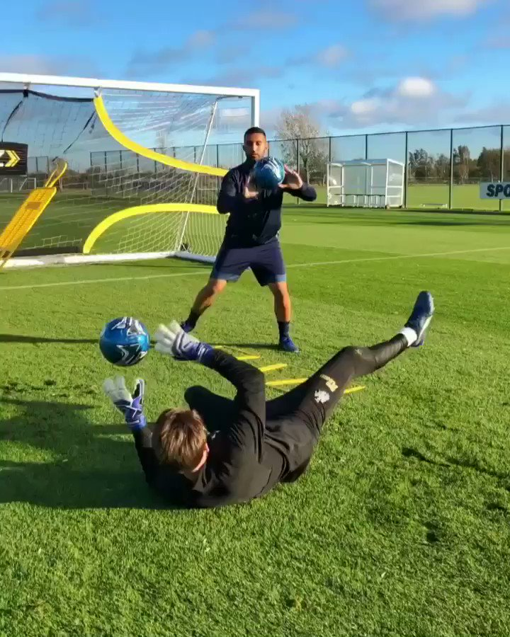 Skills with @NUFC keeper Freddie Woodman ⚫️⚪️⚽️ Thanks to @pumafootball for setting it up 💪🏼 Filming by @zeyumw 🎥