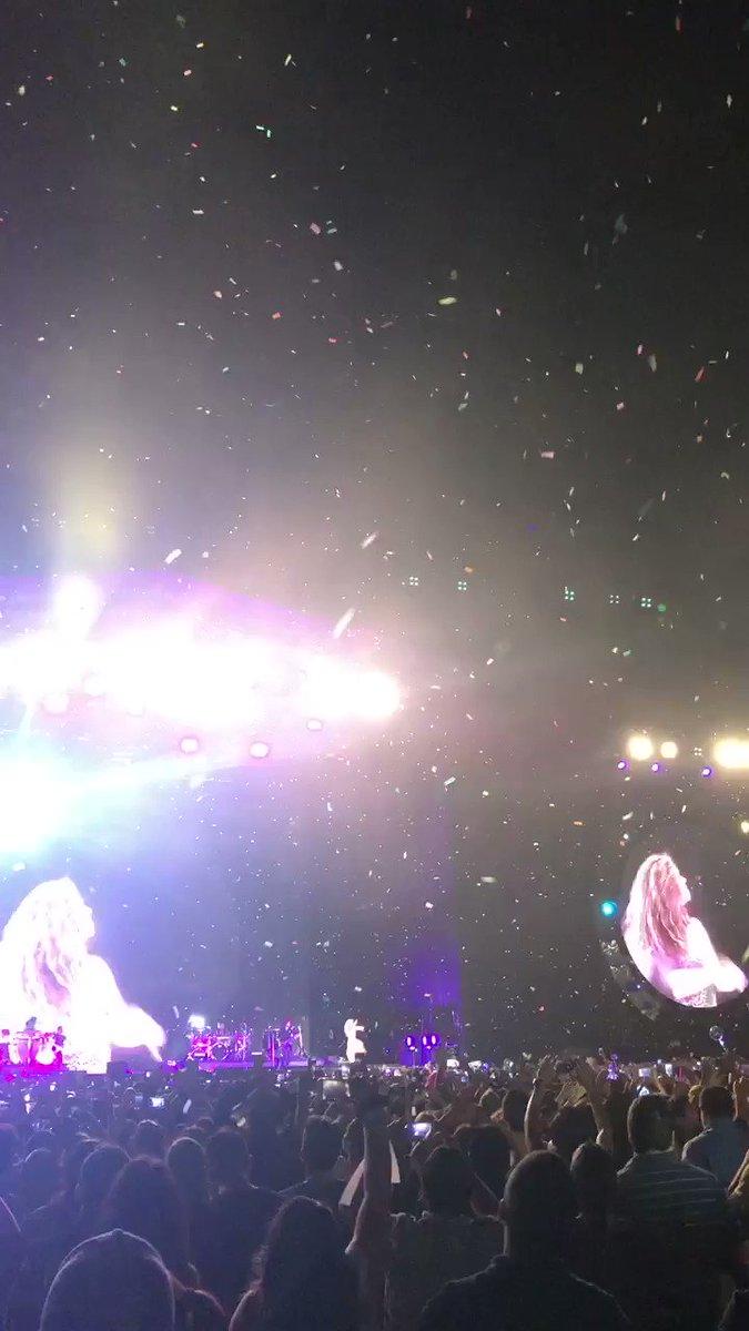 Gracias Ecuador!!! #ShakiraGuayaquil. ShakHQ https://t.co/Xt5lgOpbDs