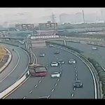 中国でバスが高速道路をUターンしてて草よく事故にならなかったな