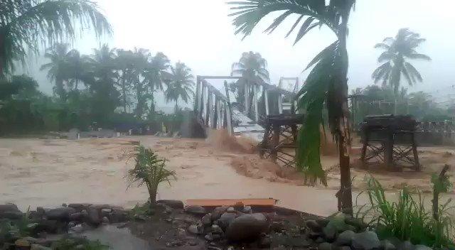 Bencana Banjir Rendam 600 Rumah, 2 Tewas di Padang (Pak Jokowi kok nggak Datang?)