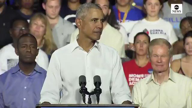 It's nice to see no one staged behind Obama. It's truly organic.