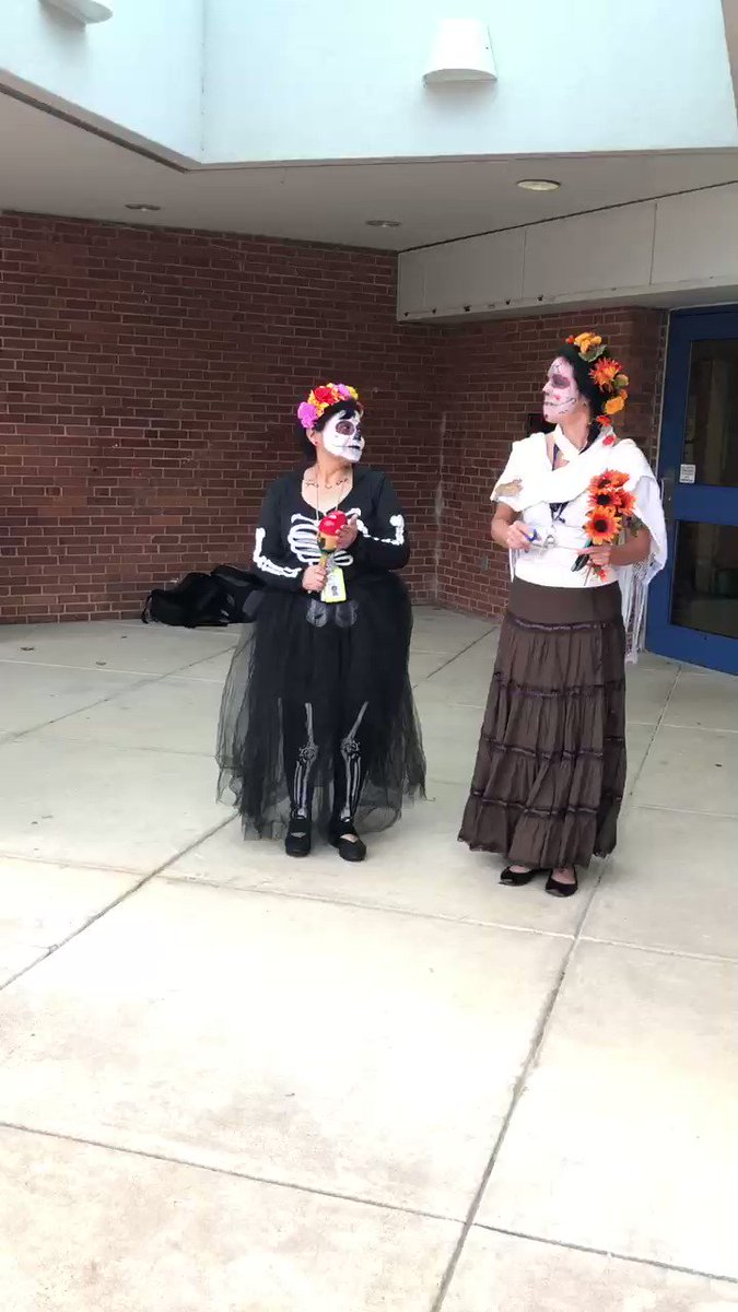 ⁦<a target='_blank' href='http://twitter.com/FLESteacher'>@FLESteacher</a>⁩, Ms. Carvallo, Mr. Puzzo and Dr. M thanks for all your hard work organizing our Day of the Dead Celebration. ⁦<a target='_blank' href='http://twitter.com/monicaroache'>@monicaroache</a>⁩ <a target='_blank' href='https://t.co/9gQvHjKRvn'>https://t.co/9gQvHjKRvn</a>