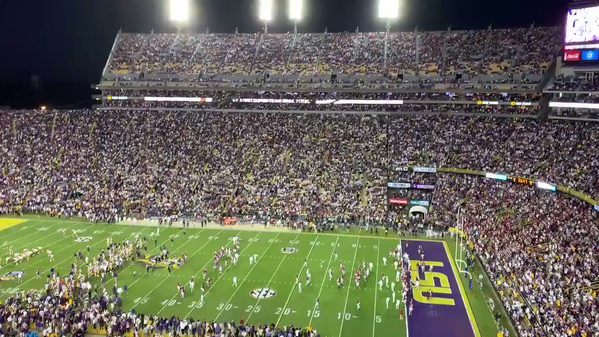 It's still a half hour until kickoff and this place is rocking. Incredible atmosphere. https://t.co/9wlu6earxP