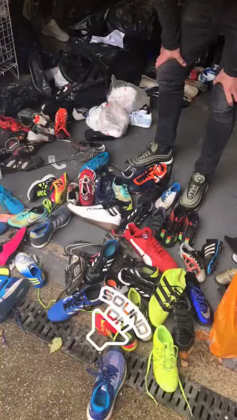 Brilliant effort from @Carras16 and co. sorting through 1000+ pairs of donated football boots for @_MCFoundation and other @MU_Foundation Street Reds projects! 👣👟 #carricksbootroom