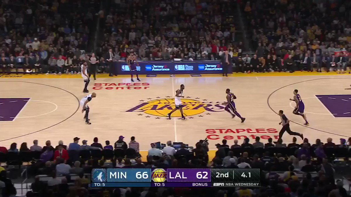Kuz's buzzer beater makes it a 1-point game at the half! https://t.co/qpU3IUNGWQ