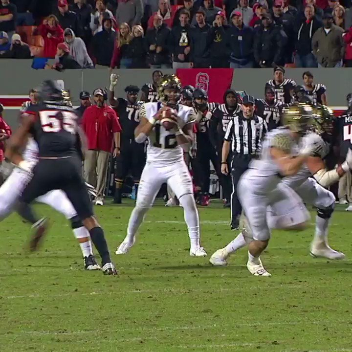 Wake Forest took it 32 yards for a game-winning TD to upset No. 14 NC State!  (�� @NyQuilDayQuil) https://t.co/Gyq9pTMZQq